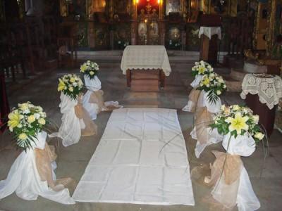 Цветя в църквата
