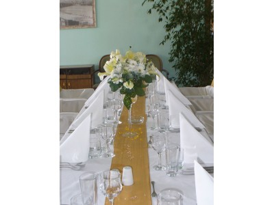 Маса за гостите
